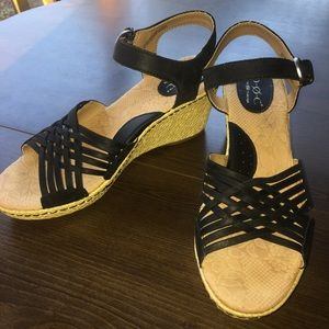 BOC Black Leather Wedge Sandals 9